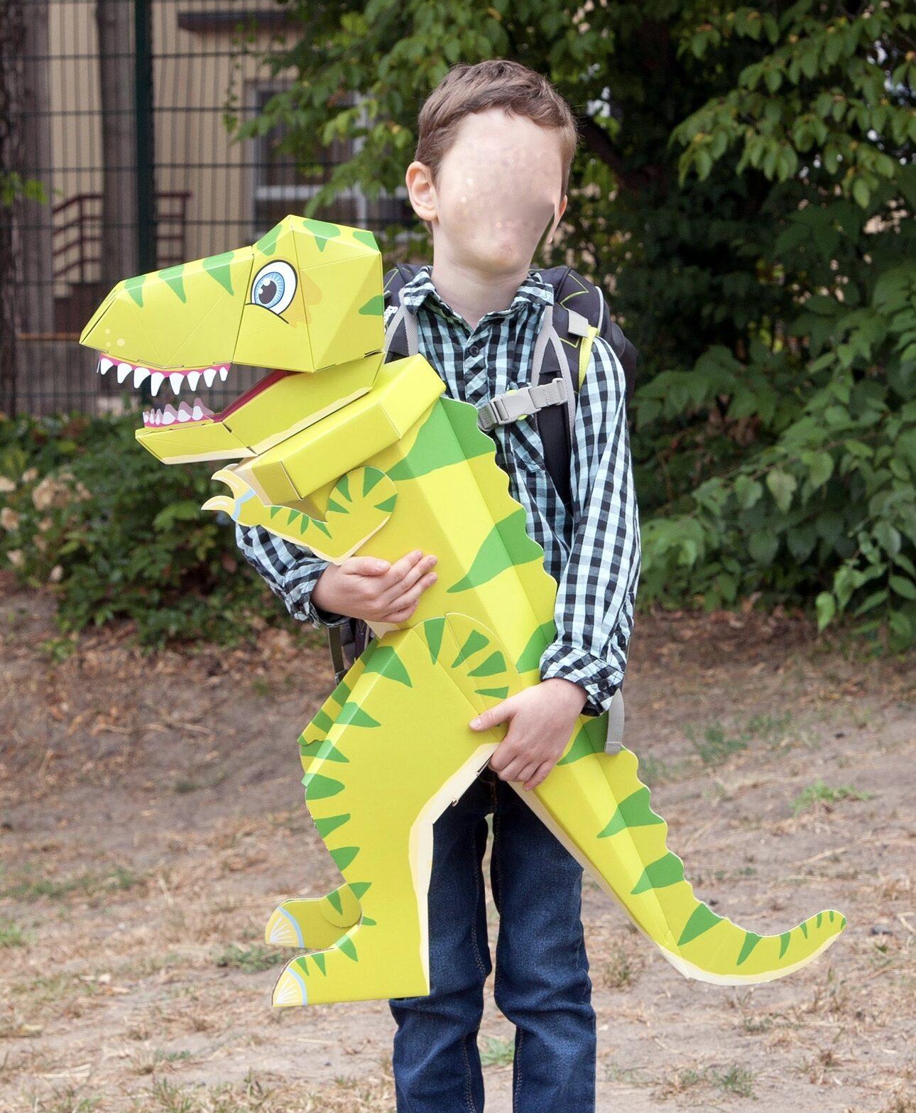 Kind mit Schultüte Drachen